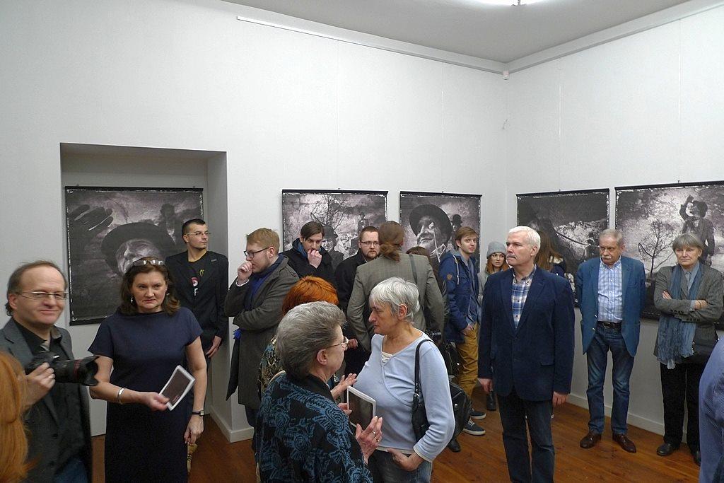 Oczekiwanie - wystawa prof. Mirosława Araszewskiego
